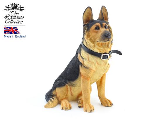 Figurka - pies siedzący GERMAN SHEPHERD